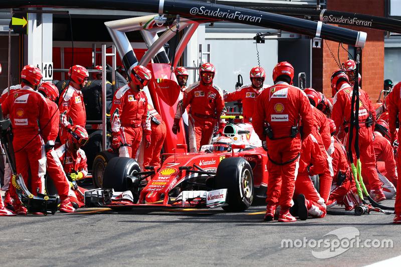 Kimi Raikkonen, Ferrari SF16-H pit stop