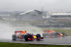 Max Verstappen, Red Bull Racing RB12 en teamgenoot Daniel Ricciardo, Red Bull Racing RB12 strijden o