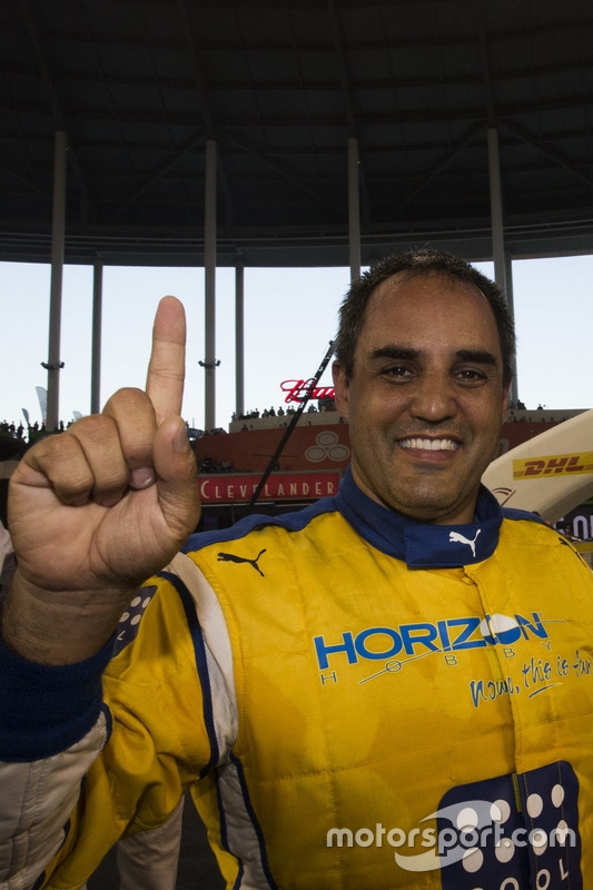 Campeón de campeones Juan Pablo Montoya, celebra