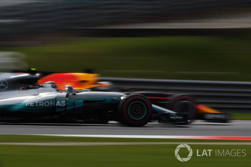 Даніель Ріккардо, Red Bull Racing RB13, Валттері Боттас, Mercedes-Benz F1 W08  battle
