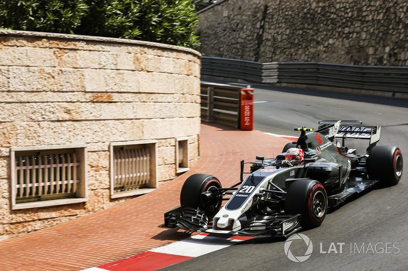 11: Кевин Магнуссен, Haas F1 Team VF-17