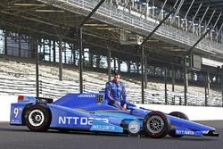 Scott Dixon, Chip Ganassi Racing Honda pose pour les photos de la première ligne