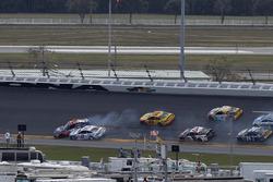 Авария: Денни Хэмлин, Joe Gibbs Racing Toyota, Брэд Кеселовски, Team Penske Ford