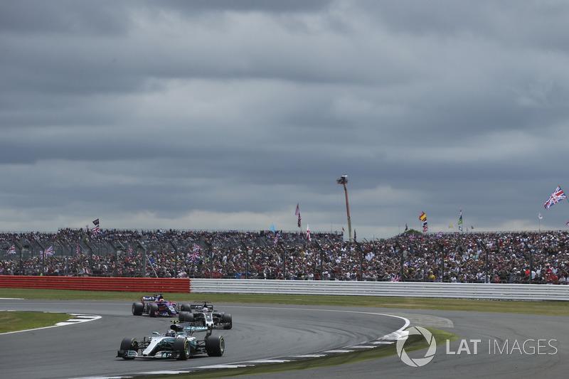 Валттері Боттас, Mercedes AMG F1 W08, Ромен Грожан, Haas F1 Team VF-17