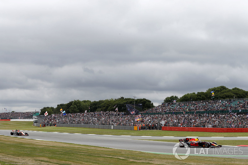 Даніель Ріккардо, Red Bull Racing RB13, Фернандо Алонсо, McLaren MCL32