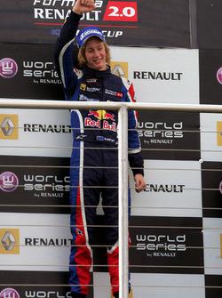 Podium: race winner Brendon Hartley, Epsilon Red Bull Team