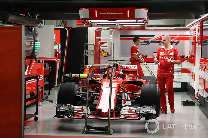 Ferrari SF70H: In der Garage