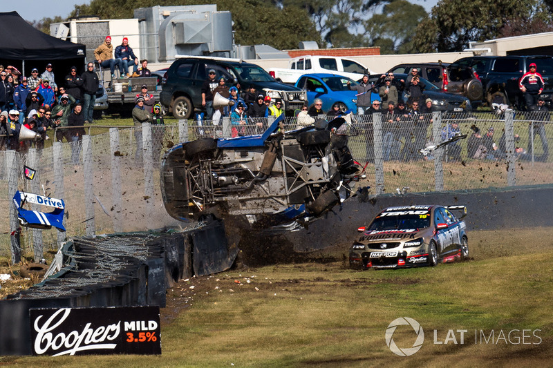 7.  Todd Hazelwood, Brad Jones Racing Holden, Jonothan Webb, Tekno Autosports Holden crash