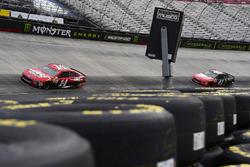 Clint Bowyer, Stewart-Haas Racing Ford and Kurt Busch, Stewart-Haas Racing Ford
