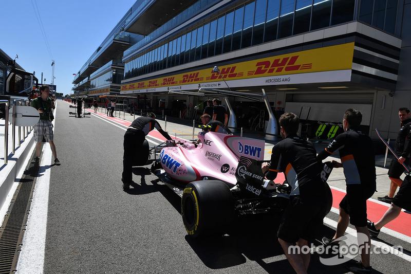 Sahara Force India F1 VJM10 in pit lane