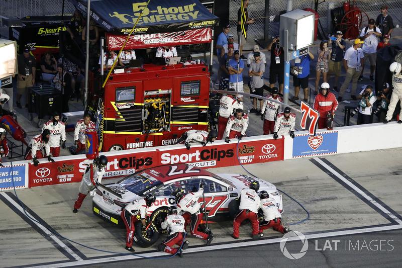 Erik Jones Furniture Row Racing Toyota Pit Stop At Daytona Ii Nascar Cup Fotos