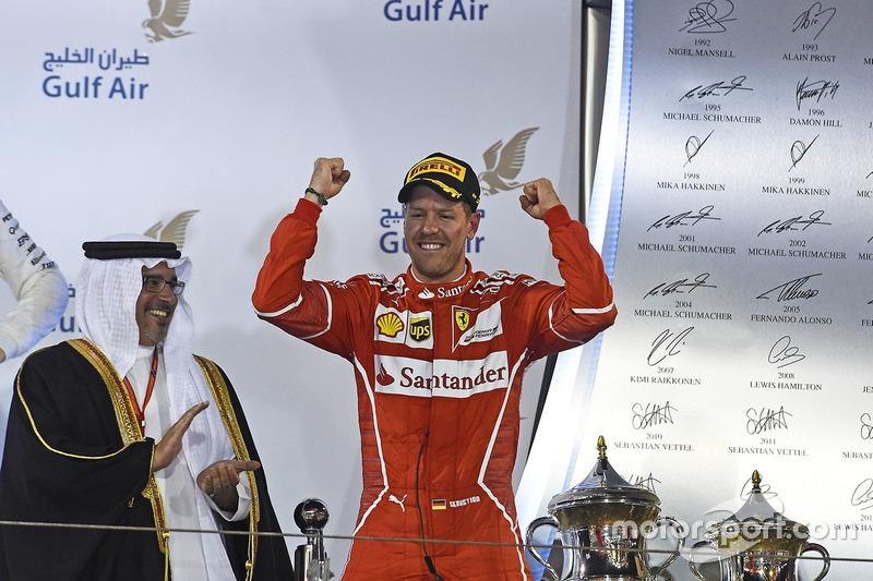 Quinto éxito de Vettel vestido de rojo