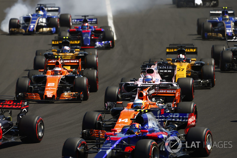 Marcus Ericsson, Sauber C36, Carlos Sainz Jr., Scuderia Toro Rosso STR12, Fernando Alonso, McLaren MCL32, Sergio Perez, Sahara Force India F1 VJM10, Stoffel Vandoorne, McLaren MCL32, Nico Hulkenberg, Renault Sport F1 Team RS17, Jolyon Palmer, Renault Sport
