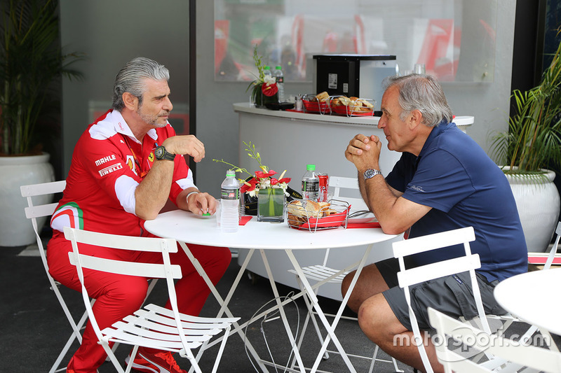 Giorgio Piola mit Maurizio Arrivabene, Ferrari Teamchef