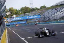 Damalı bayrak: Yarış galibi Joel Eriksson, Motopark Dallara F317 - Volkswagen