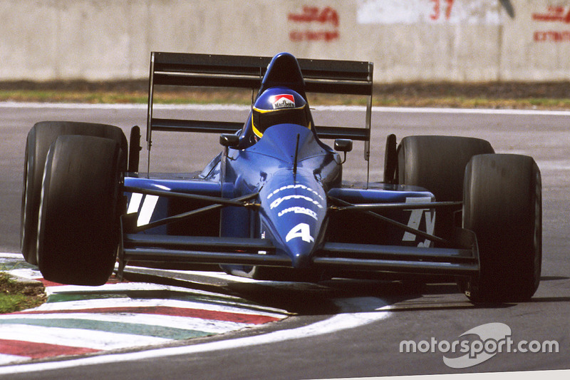 Alboreto heads to his final F1 podium finish at Mexico in 1989. The Tyrrell 018 was a fine car, but sadly Michele would be gone by mid-season.
