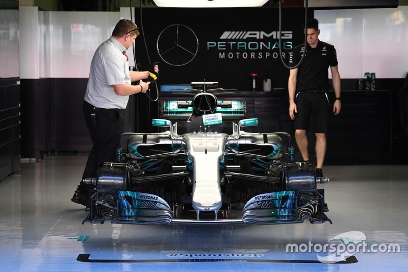Mercedes-Benz F1 W08 в гараже