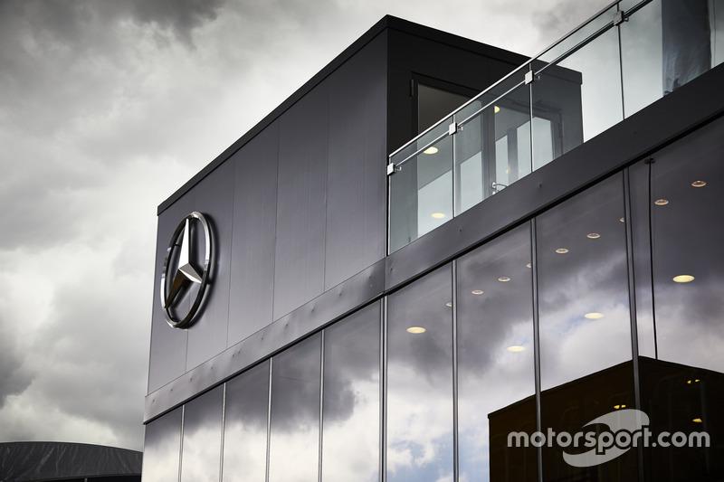 Гостевая зона Mercedes AMG F1