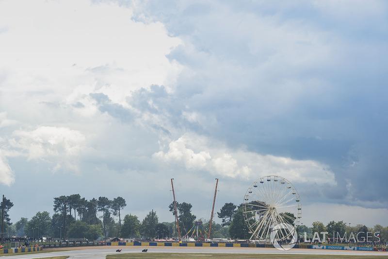Des nuages noirs au-dessus du circuit