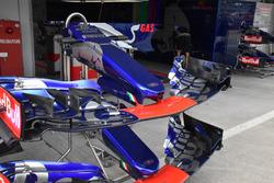 Scuderia Toro Rosso STR12 front wings detail