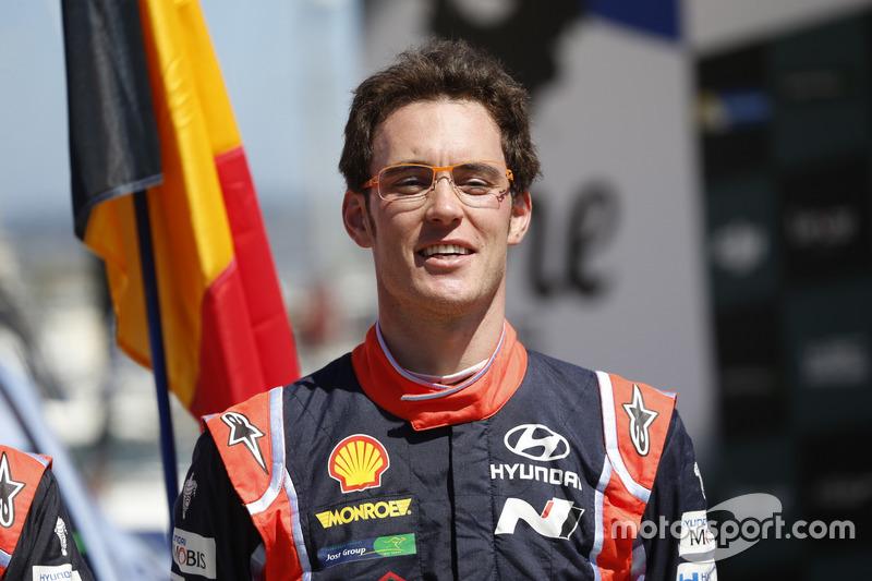 Podio: il vincitore Thierry Neuville, Hyundai i20 Coupe WRC, Hyundai Motorsport