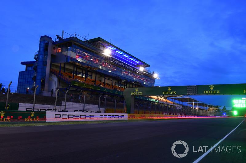 После очень спокойной ночи в Ле-Мане начало светать