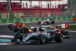 Lewis Hamilton, Mercedes AMG F1 W08, Sebastian Vettel, Ferrari SF70H, Daniel Ricciardo, Red Bull Racing RB13, Kimi Raikkonen, Ferrari SF70H at the start