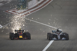 Max Verstappen, Red Bull Racing RB14 Tag Heuer, Lewis Hamilton, Mercedes AMG F1 W09