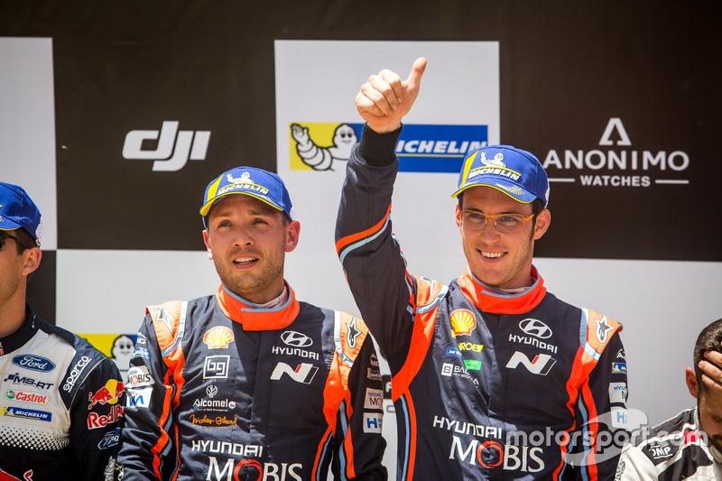 Podio: i vincitori Thierry Neuville, Nicolas Gilsoul, Hyundai Motorsport Hyundai i20 Coupe WRC