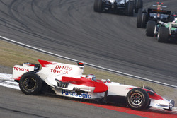 Jarno Trulli, Toyota TF108 tangles at the start of the race. Action