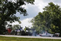 Charlie Kimball, Carlin Chevrolet, Tony Kanaan, A.J. Foyt Enterprises Chevrolet 9. virajda kaza yapıyor
