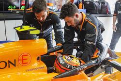 Engineers help Stoffel Vandoorne, McLaren MCL33, strap in to his seat