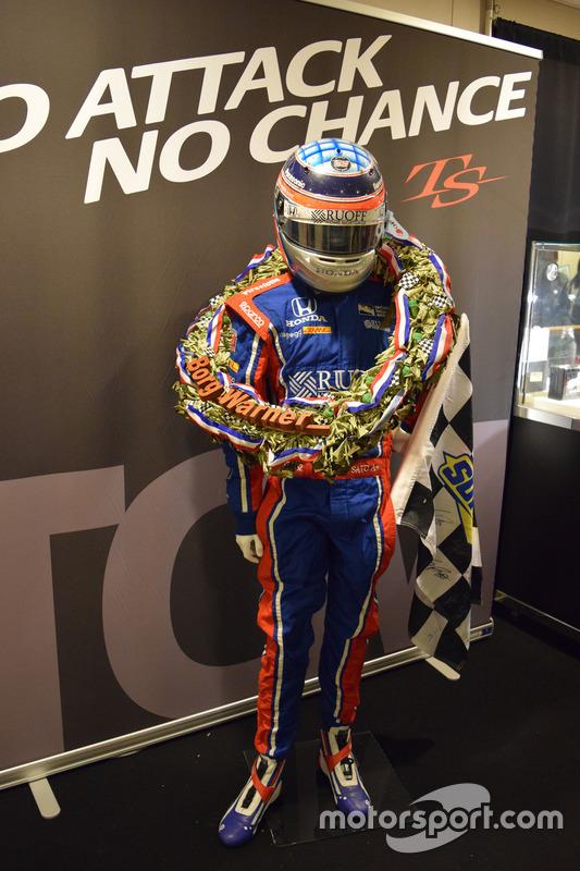 佐藤琢磨、インディ500優勝時のドライビングスーツ