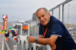 Giorgio Piola in der Formel-1-Boxengasse
