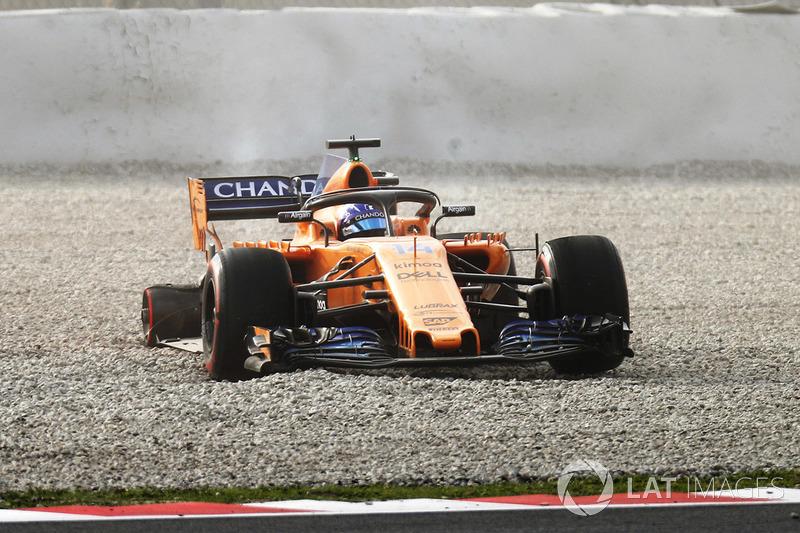Fernando Alonso, McLaren MCL33 salida de pista