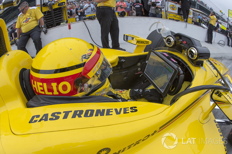 9: Helio Castroneves, Team Penske Chevrolet, 227.859