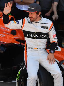 Fernando Alonso, McLaren at the McLaren Team photo
