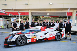 #7 Toyota Gazoo Racing Toyota TS050-Hybrid with team members