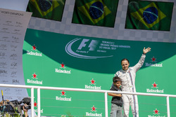 Felipe Massa, Williams, on the podium with his son Felipinho, at his last home race