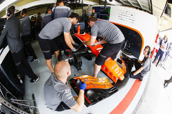 Engineers wrk on the car of Stoffel Vandoorne, McLaren MCL32