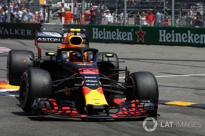 Max Verstappen, Red Bull Racing RB14 crash