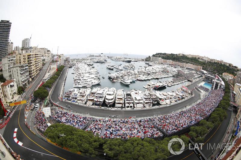 Lewis Hamilton, Mercedes AMG F1 W09, y Valtteri Bottas, Mercedes AMG F1 W09