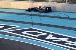 Fernando Alonso, McLaren MP4-30 crash