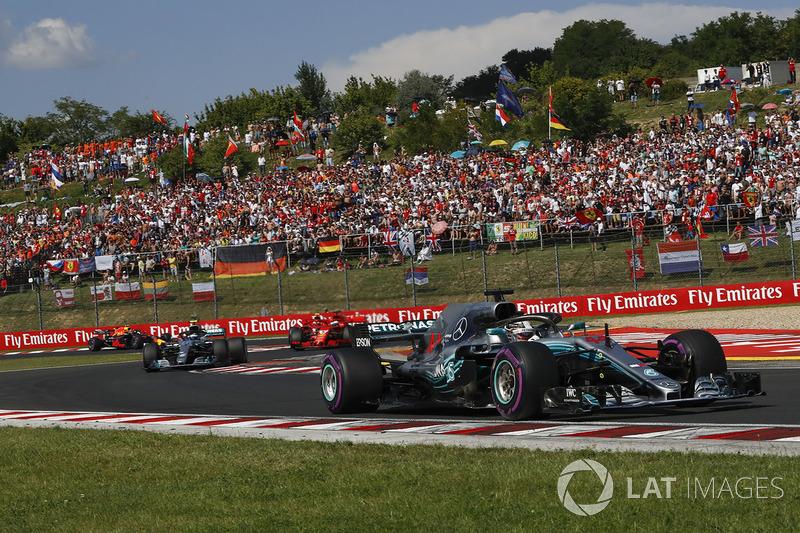 Lewis Hamilton, Mercedes-AMG F1 W09 lidera en la salida