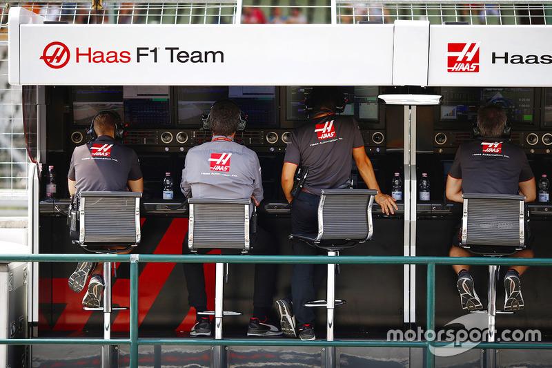 Pit wall Haas F1 Team