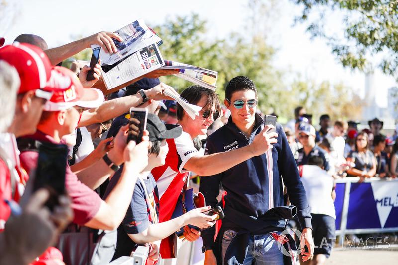 Esteban Ocon, Force India, meets fans