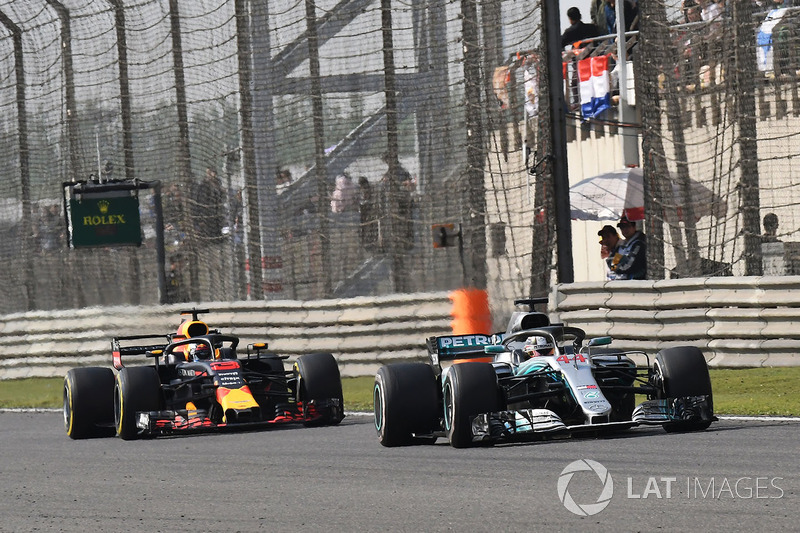 Lewis Hamilton, Mercedes-AMG F1 W09 EQ Power and Daniel Ricciardo, Red Bull Racing RB14