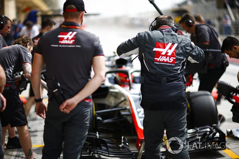 Haas engineers with Kevin Magnussen, Haas F1 Team VF-18 Ferrari, in the pit lane