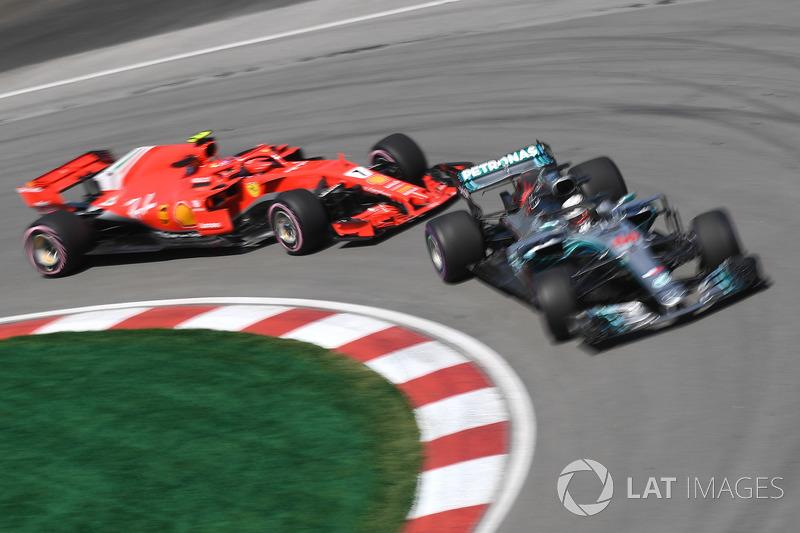 Lewis Hamilton, Mercedes-AMG F1 W09, Kimi Raikkonen, Ferrari SF71H