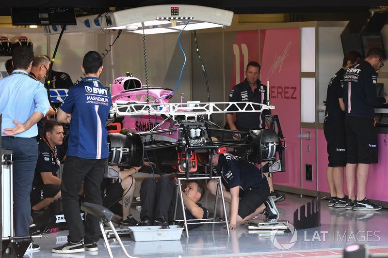 Force India VJM11 nel garage